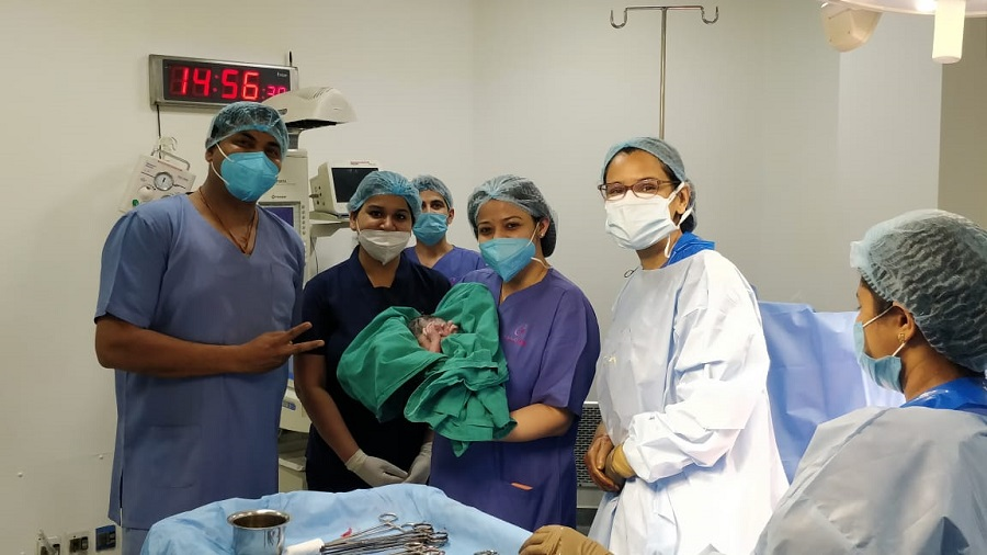 Cloudnine team (From right – Dr. Pallavi Vasal, Dr. Shreyasi Sharma & Dr. Manish Balde) with the baby after successful delivery